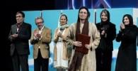 بازیگر تقدیرشده جشنواره فیلم فجر در کنار پرایدی که جایزه گرفت