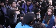 عکس مهناز افشار در محاصره عکاسان