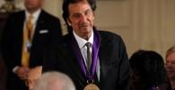 عکس باراک اوباما به آل پاچینو مدال داد