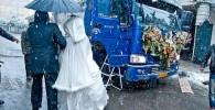 عکس از یه جور ماشین عروس با پله های مخصوص