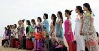 عکس تمرینات عجیب زنان بادیگارد چینی در ساحل