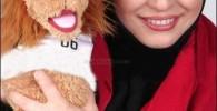 عکسی از مهراوه شریفی نیا همراه با عروسک جام جهانی 2006