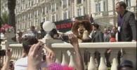 تصویر عروسکهای ماداگاسکار ۳ در خیابان خارج از مسابقه کن