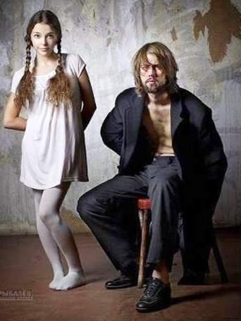 عکس : به دختر زیبا یا مرد ژولیده به کدام شخص اعتماد می کنید؟