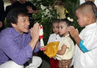 جکی چان ۲۰۰هزار دلار به سیل زدگان تایلندی اهدا کرد!