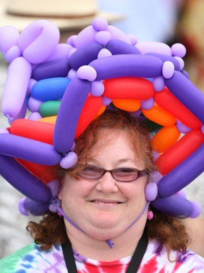 تصاویر عجیب ترین کلاه ها در مسابقات اسب دوانی کنتاکی آمریکا