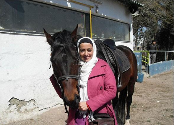 عکس های نفیسه روشن و علاقه اش به اسب