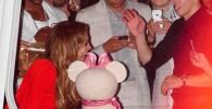 تصاویر واکنش جنیفر لوپز به شکل کیک جشن تولدش!