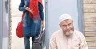 الناز شاکر دوست در کنار درب خانه اکبر عبدی