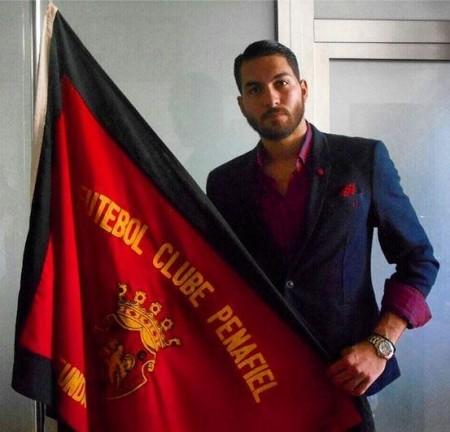 عکس جدید علیرضا حقیقی در کنار پرچم تیم جدیدش پنافیل!