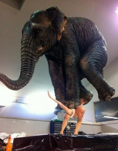 مجسمه ای عجیب و بسیار ظریف