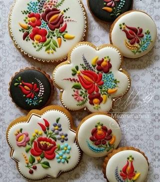 شیرینی های گلدوزی شده