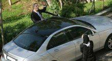 عکس از مهران مدیری به همراه ماشین لوکسش در حال دست تکان دادن برای !!