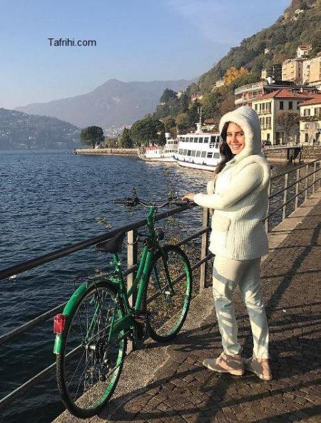 عکس از دوچرخه سواری الناز شاکردوست در خارج از کشور