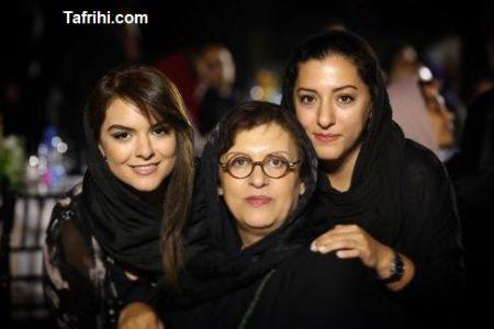رویا تیموریان در کنار دخترانش درنا و دنیا