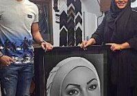 خوشحالی زیبا بروفه بخاطر طراحی چهره اش توسط یکی از طرفدارانش