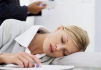 علت تمایل همه به چرت نیم روزی و تمایل زنان به زود بیدار شدن چیست؟
