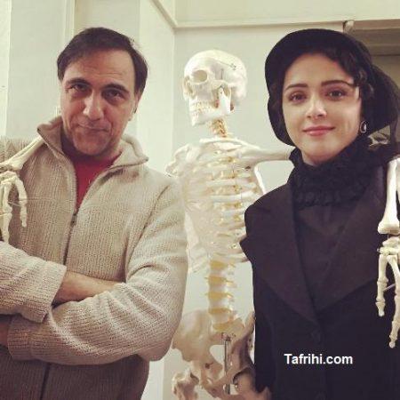 عکس ترانه علیدوستی و حسن فتحی در پشت صحنه شهرزاد با یک اسکلت!